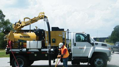 Air/water vacuum excavators