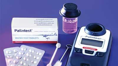 Handheld chlorine tester
