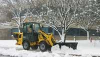 Snow-removing wheel loader
