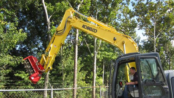 Excavator-mounted mulcher keeps fencerows clear (with related video)