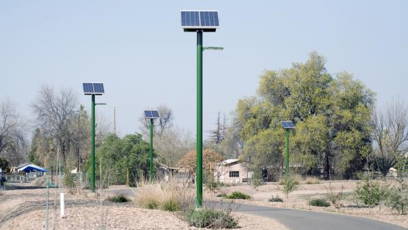 Solar lighting illuminates bicycle trails in California (with related video)