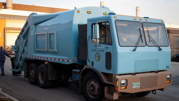 All-electric garbage truck hits the road in Chicago (with related video)