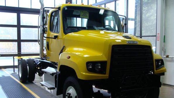 N.C. Department of Transportation orders Freightliner 114SD trucks (with related video)