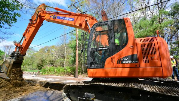 Excavator helps Massachusetts town upgrade water mains