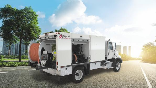 Water jetter efficiently cleans sewers (with related video)