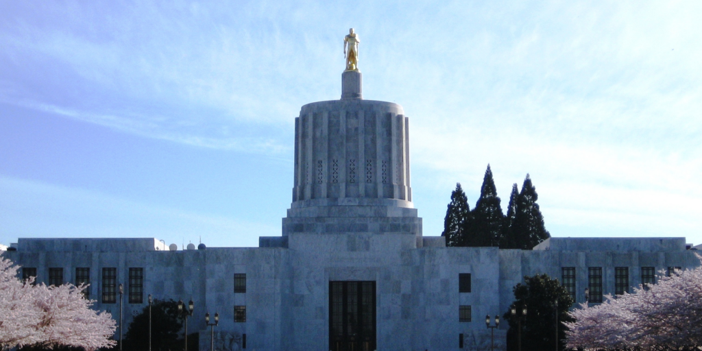 As tensions mount in Oregon, lawmakers close down capitol in response to militia threats