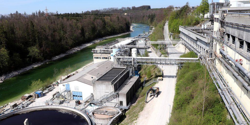 Innovative wastewater treatment system eliminates methane, generates electricity